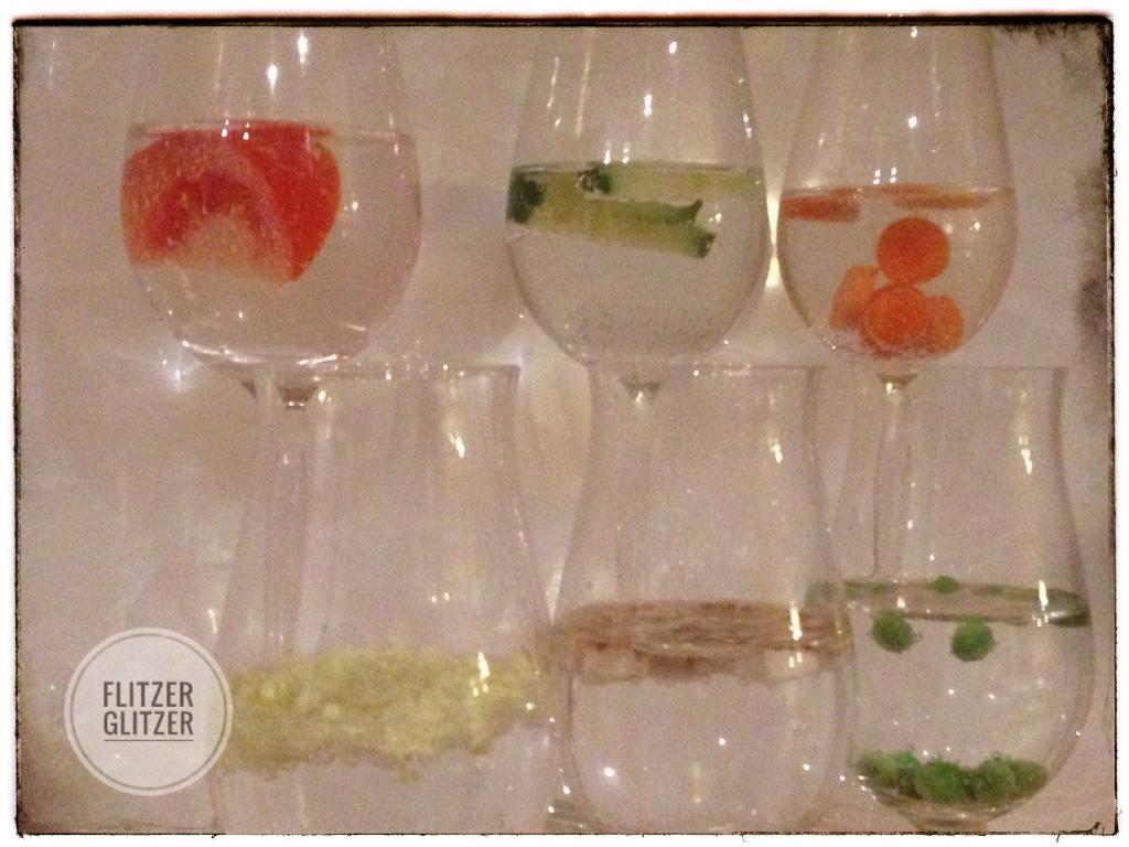 Detoxwasser in feinen Gläsern