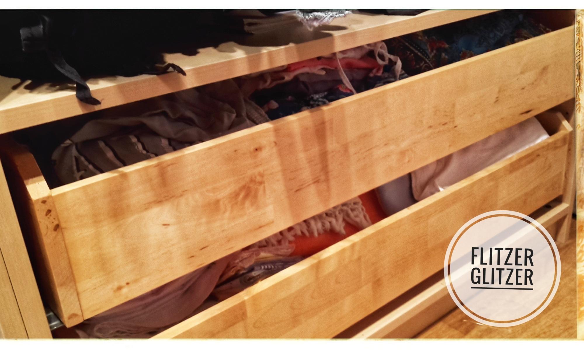 Zwei Holzschubläden in denen vermutlich viel Platz für Diverses ist.