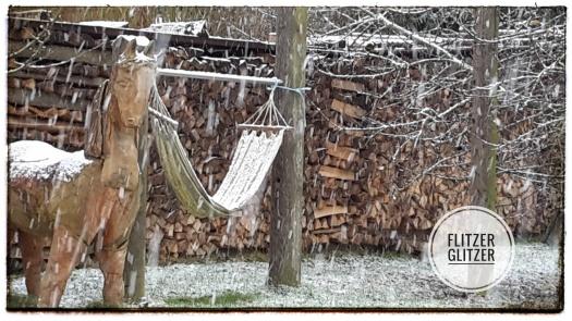 Mit schnee gezuckerte Hängematte